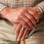 Opieka nad sobą starszą w domu. Co warto wiedzieć?
